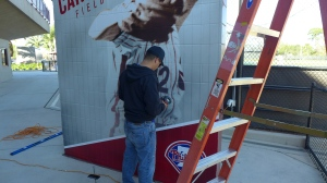 heat-gun-on-mural